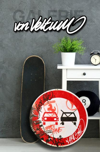 Jugendzimmer, Skateboard, Eightball, Billard, Wecker, Pflanze, Wand, Strassenschild